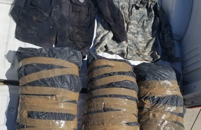 Asegura policía 30 kilos de mariguana y dos camisolas