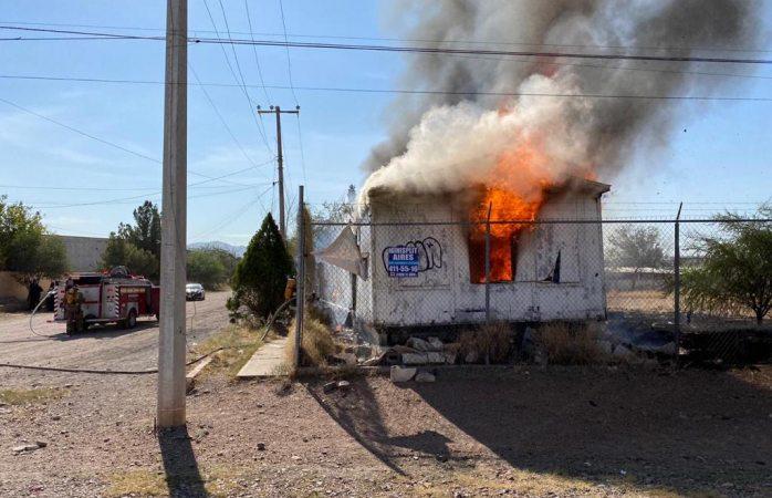 Se incendia remolque