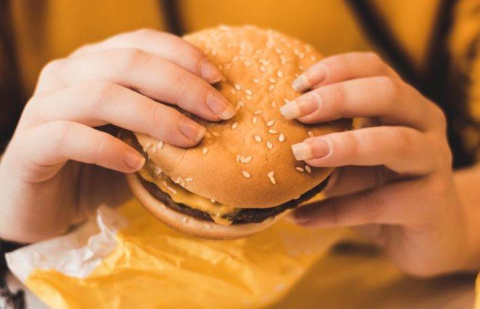 Comida procesada aumenta posibilidades de padecer ansiedad