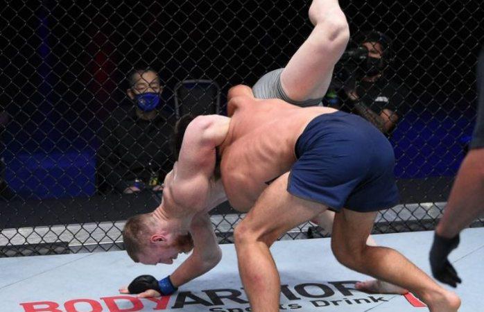 Escalofriante lesión de un aspirante a UFC