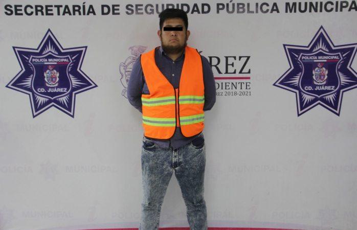 Lo arrestan y decomisan arma de fuego calibre .380