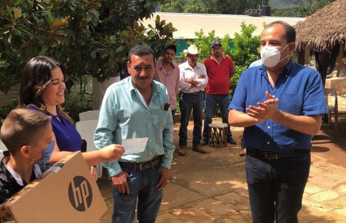 Entrega diputado Omar Bazán apoyo a Diputado Infantil