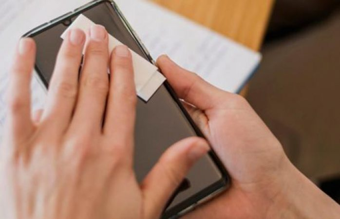 Ve aquí la manera correcta de desinfectar el celular