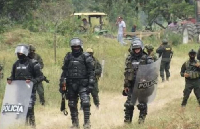 Matan policías a periodista indígena en colombia