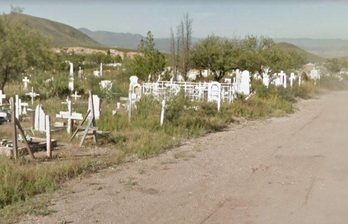 Hallan persona muerta junto a una tumba en aquiles serdán