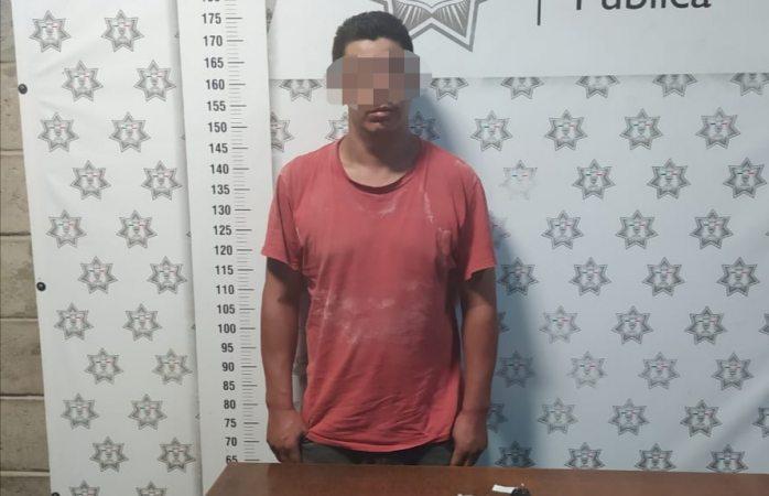 Arrestan policías de Delicias a sujeto con porciones de droga