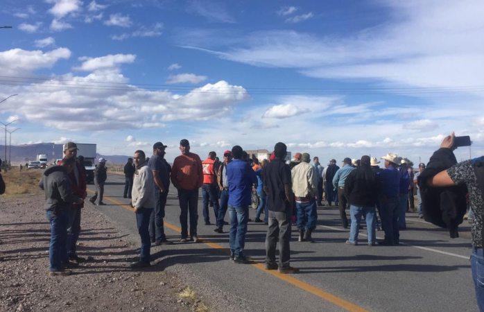 Cierran carretera panamericana en protesta por pago del agua