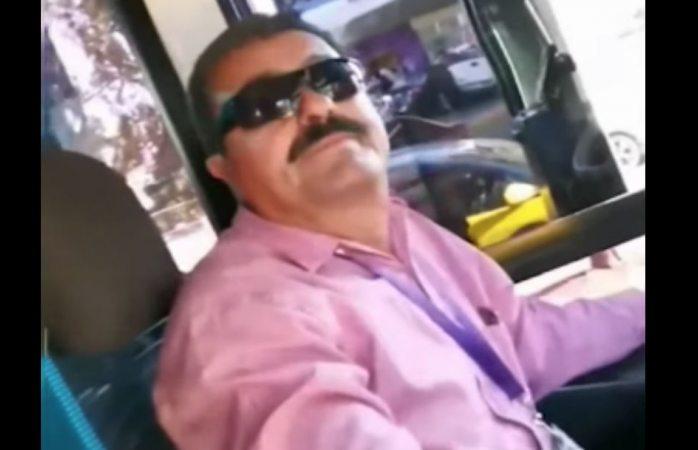 No pueden irse besando, baja chofer a pareja gay del camión (VIDEO)