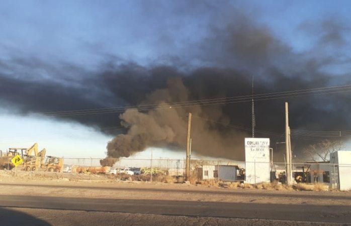 Se incendian llantas en desuso y dejan fuerte contaminación