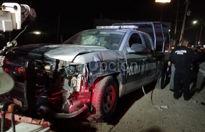 Choca camioneta a patrulla de SPM; internan a un policía