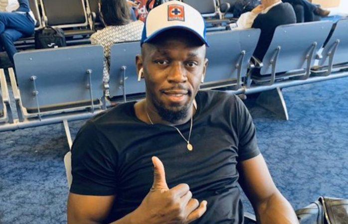 Usain Bolt muestra orgulloso su afición por Cruz Azul