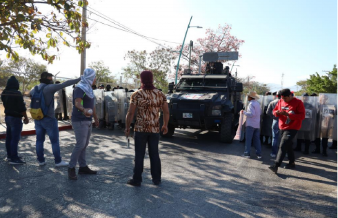 Condenan normalistas de saucillo represión a estudiantes y padres de ayotzinapa