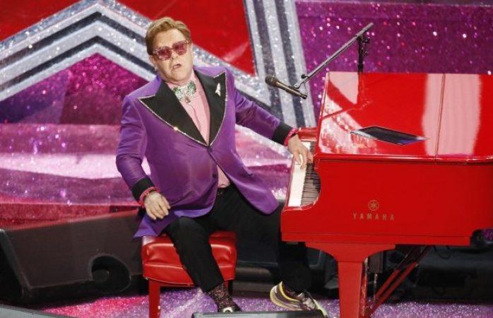 Elton John pierde voz por neumonía, cancela concierto y se disculpa
