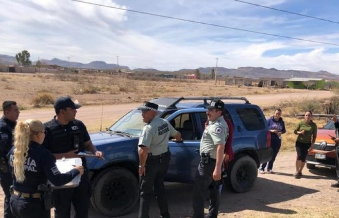 Policías de Meoqui y federales aseguran camioneta robada