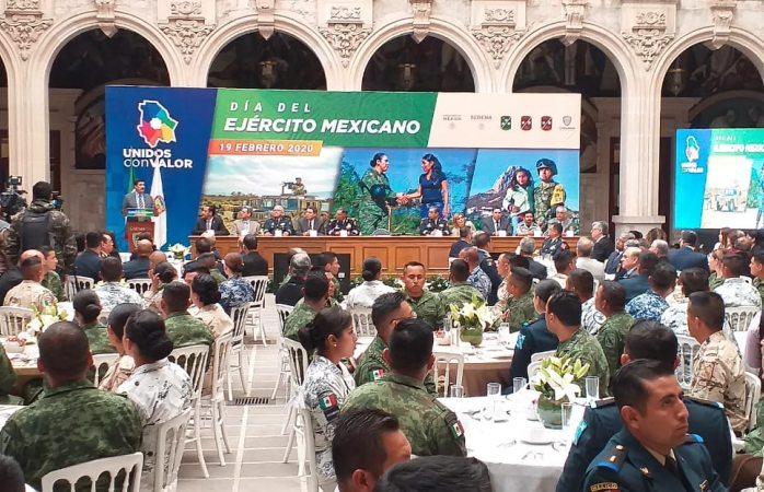 Conmemoran día del ejército nacional en palacio de gobierno