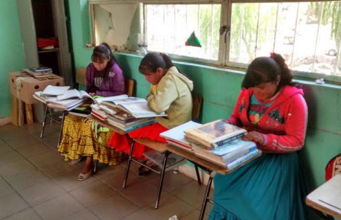 Denuncian discriminación de maestros indígenas a colegas mestizos