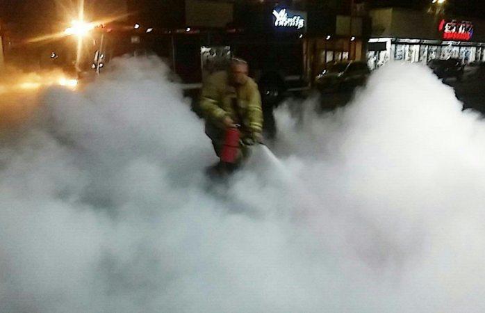 Derraman combustible moviliza a bomberos