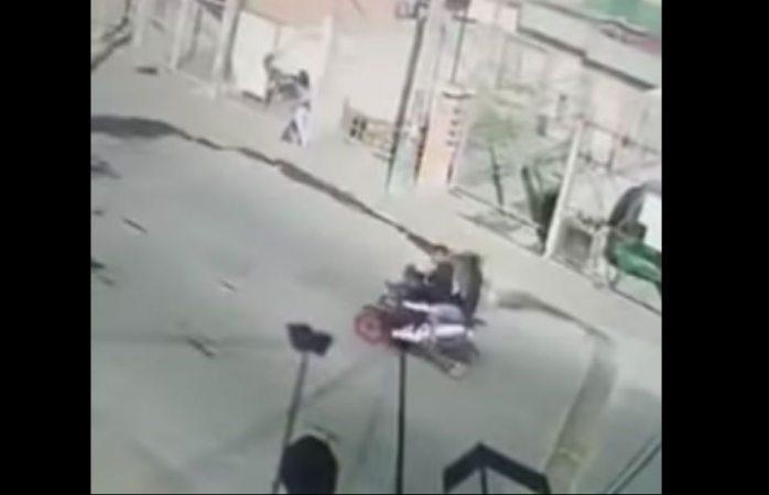 Madre se enfrenta a delincuentes y evita secuestro de su hijo (VIDEO)