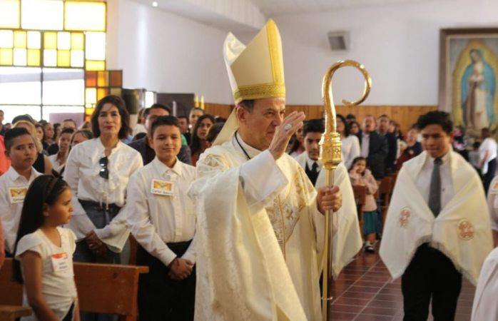 Arzobispo confirma a 79 jóvenes