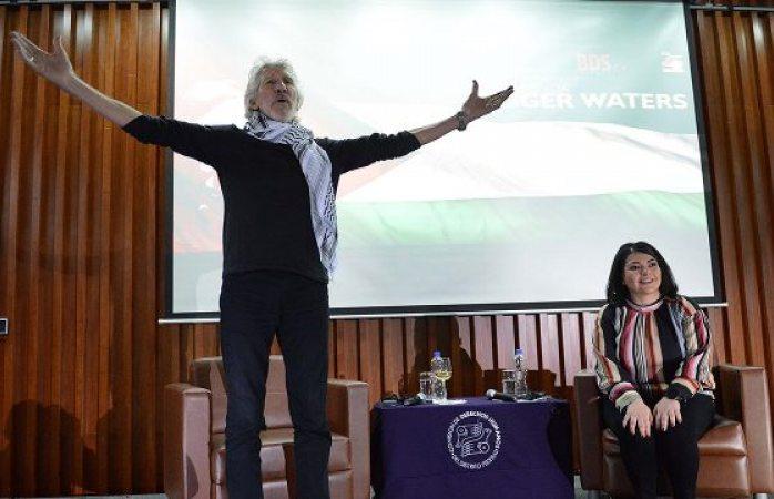 Se une Roger Waters a protestas para liberar a Julian Assange