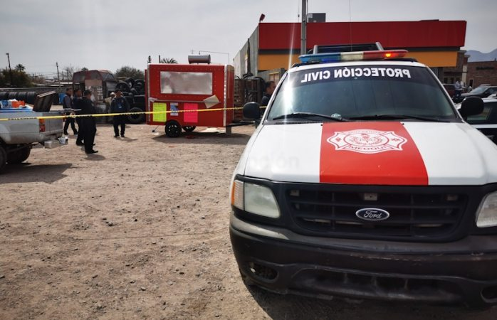 Explosión en puesto de comida deja 3 quemados graves; clausuran el negocio