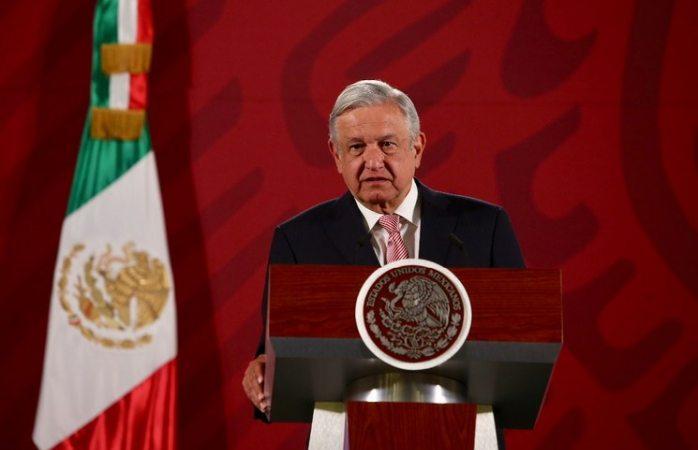 Arriba López Obrador a aeropuerto de Culiacán