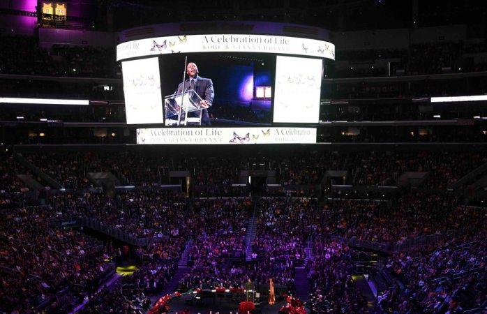Despiden a Kobe Bryant miles de personas en Los Ángeles