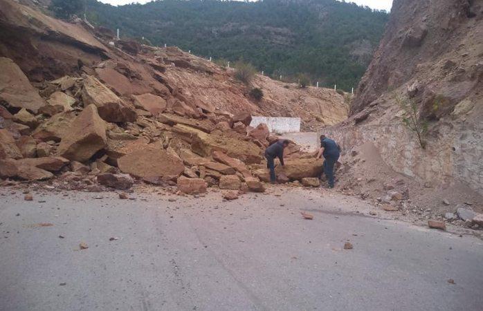 Derrumbe bloquea la carretera a Urique