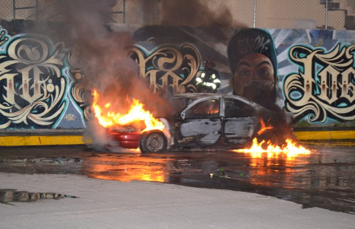 Hallan auto en llamas de sicarios que atacaron a comandante