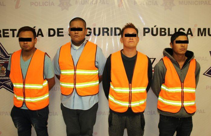 Arrestan municipales a cuatro en colonia siglo XXI