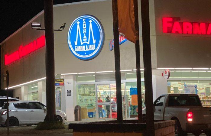 Asalta sujeto armado sucursal de Farmacias Guadalajara en la Mirador