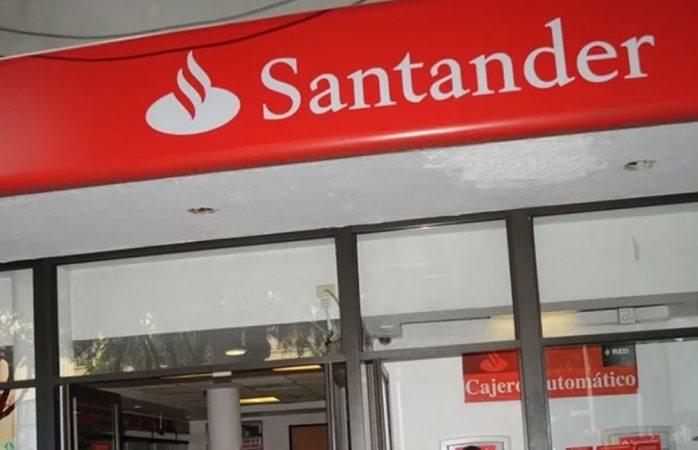 Cajera de Santander denuncia a cuentahabiente que la grabó y acusó