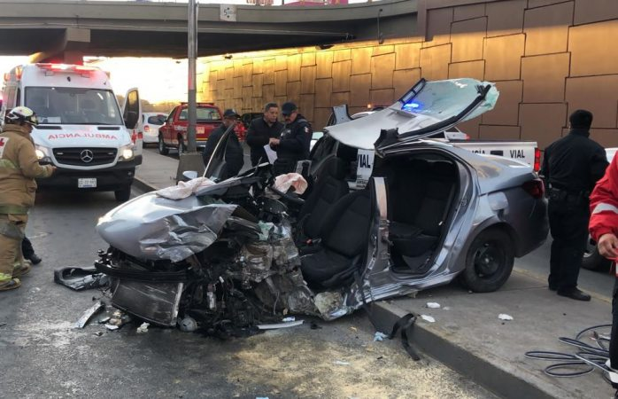 Muere joven que destrozó su auto en el periférico de la juventud