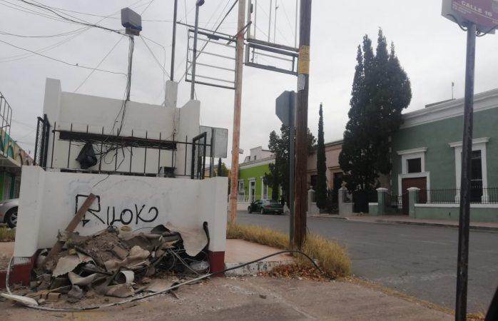 Dejan basura y ramas secas en calles de la colonia Pacífico