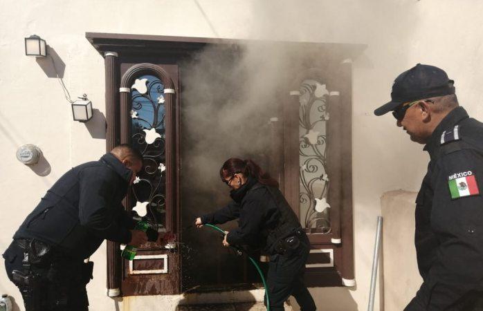 Apoyan municipales a sofocar incendio en vivienda