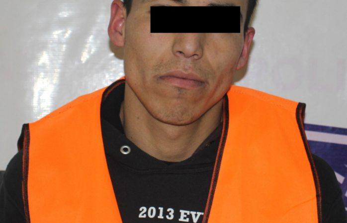 Arrestan municipales a uno por robo de comercio