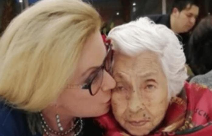 Laura zapata le festeja el cumpleaños 102 a su abuela doña eva
