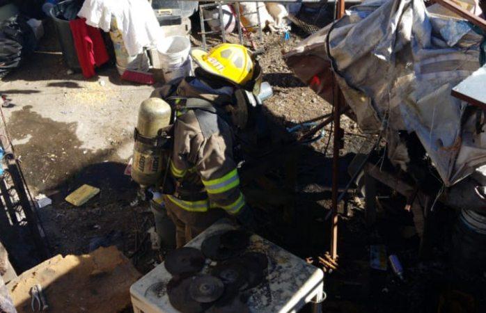 Extinguen bomberos tres incendios en diferentes hechos