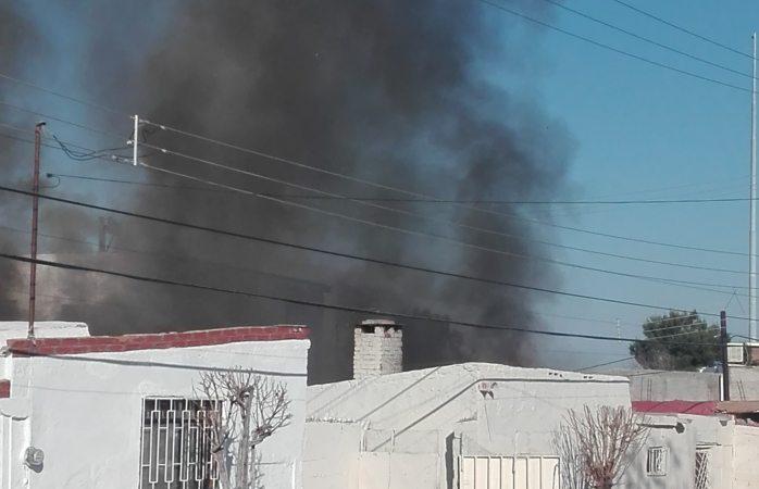 Arde en llamas vivienda en el Palomar