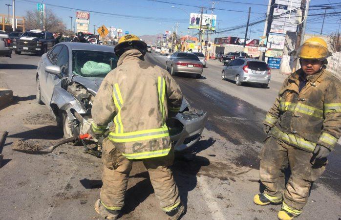 Brinda Protección Civil apoyo en accidente vehicular
