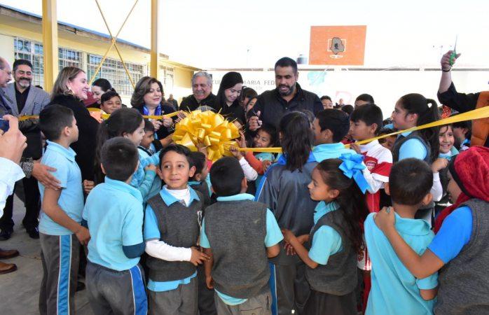 Alfredo Lozoya, sigue sumando esfuerzos en favor del sector educativo de Parral