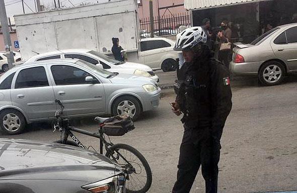 COMO PERROS LOS DE LA POLICÍA VIAL FRENTE AL IMSS MORELOS