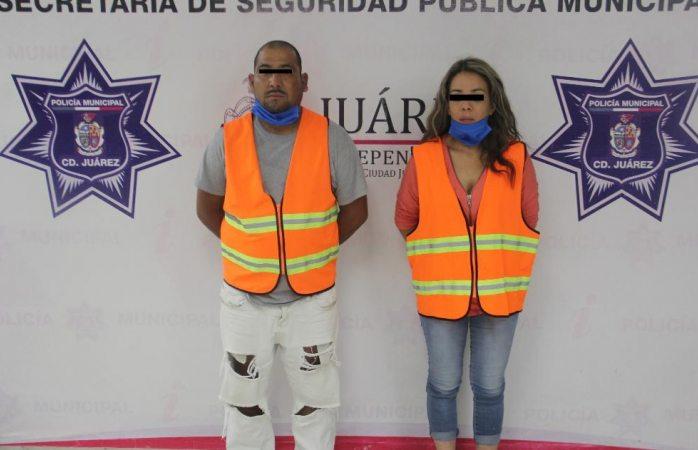 Detienen a pareja con arma, municiones y droga