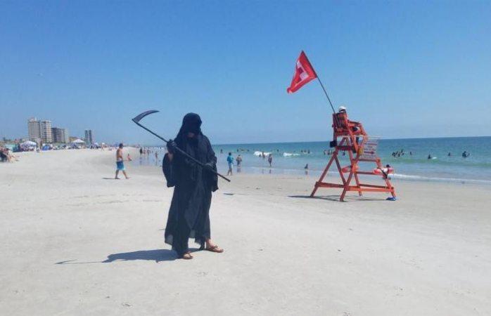Reaparece la muerte en playas de florida para advertir sobre covid-19