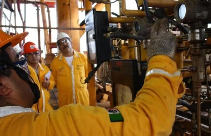 Suman 318 casos confirmados por covid  en trabajadores de pemex