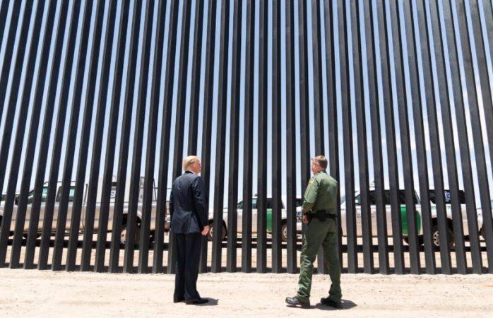 Trump presume fotos del muro previo visita de Amlo