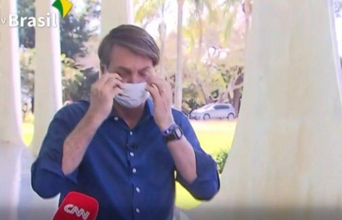 Bolsonaro se quita cubrebocas pese a estar infectado con covid (VIDEO)