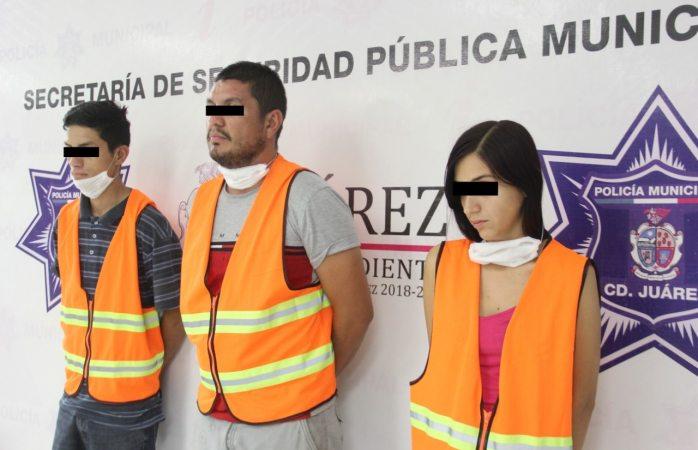 Detienen a tres mexicles en posesión de arma de fuego y cristal