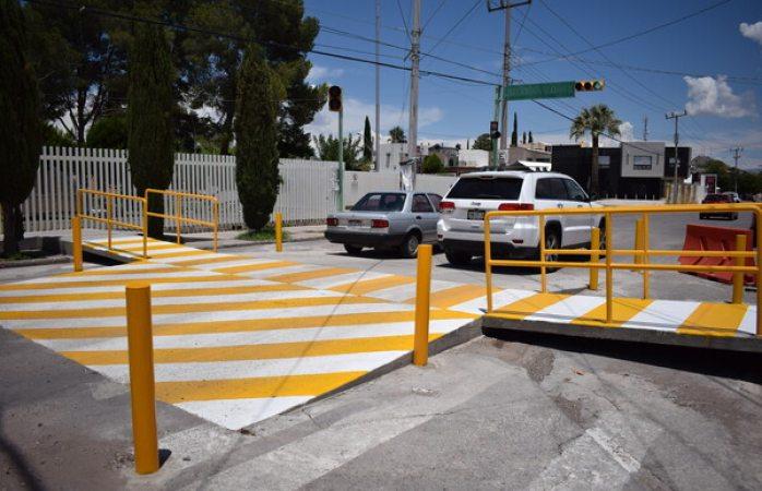Municipio construye paso peatonal sobre la antonio de montes