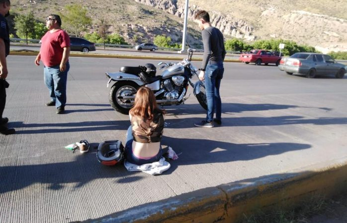 Accidenta pareja en moto chopper